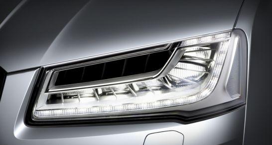 HELLA und AUDI haben weltweit ersten Matrix-LED-Scheinwerfer mit Blendfreiem Fernlicht im Audi A8 präsentiert