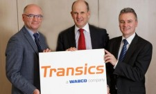 WABCO erwirbt Transics International, um seine Flottenmanagementlösungen für Nutzfahrzeugbetreiber weltweit auszubauen. Von links nach rechts: Walter Mastelinck, Chief Executive Officer und Gründer, Transics International; Jacques Esculier, WABCO Chairman und Chief Executive Officer; Nick Rens, WABCO Executive Officer und Vice President, Trailer Systems, Aftermarket und Off-Highway.