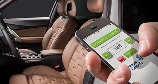 Grundlage von Smart Seat Control ist ein Algorithmus, der anhand der Körpergröße eine ergonomisch korrekte und sichere Sitzposition errechnet. Für eine 1,86 Meter große Person wird der Sitz nach hinten unten gefahren und die Kopfstütze weiter oben eingestellt – zudem wird die Beinauflage der Sitztiefenverstellung ausgefahren.