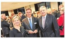 Gute Laune bei Vierol (von links): Mirja Viertelhaus-Koschig, David McAllister, Jürgen R. Viertelhaus. Bild: Hauke-Christian Dittrich