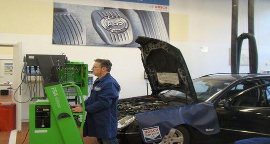 Bosch unterstützt seine Partner bei Bosch Car Service und AutoCrew mit einer neuen Ausbildungsreihe zum Bosch-Diagnosetechniker.