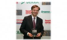 """EUROPART CEO Pierre Fleck freut sich über die Auszeichnung zur """"Besten Marke 2014""""  in der Kategorie Lkw-/Busteile-Händler."""