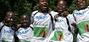 """Nachwuchskicker aus über 75 Ländern nehmen am SKF """"Meet the World""""-Turnier teil, darunter auch Fußballer aus Sambia. Bild: SKF"""