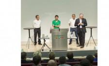 Im Dialog mit den Studierenden: Chris van Rutten (links), Mike Rockenfeller (2. v. l.) und Ernst Moser (2. v. r.).