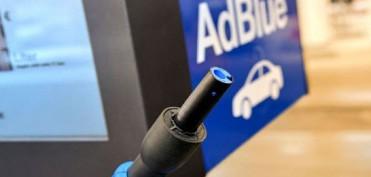 AdBlue® ist eine wässrige Lösung aus synthetischem Harnstoff.