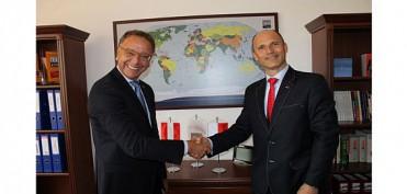 PS-Team-Partner - AVS Polska Vertragsunterzeichnung- Vertragsunterzeichnung