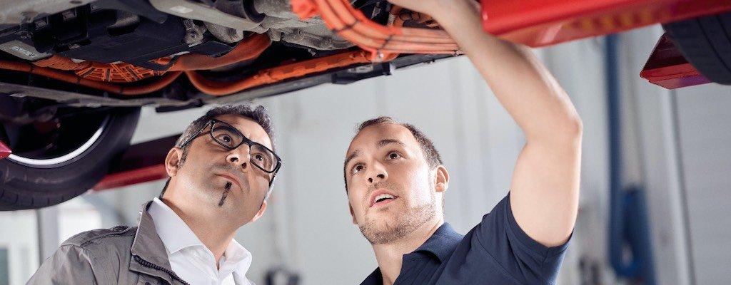 Gebremster Service an E-Fahrzeugen