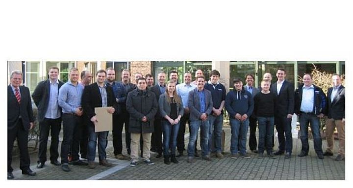 BRV-Lehrgang-zum-Reifenfachverkäufer-Gruppenbild.jpg