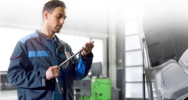 bosch-werkstattkonzept-bosch-car-service-mechaniker.jpg