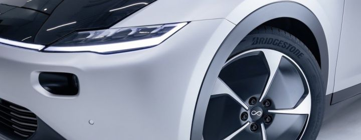 bridgestone-lightyear-one-solar-elektroauto-turanza-eco.jpg
