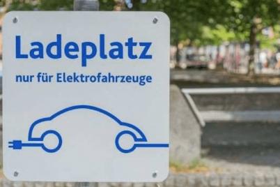 ladeplatz-ladeinfrastruktur-elektrofahrzeuge-cdik.png